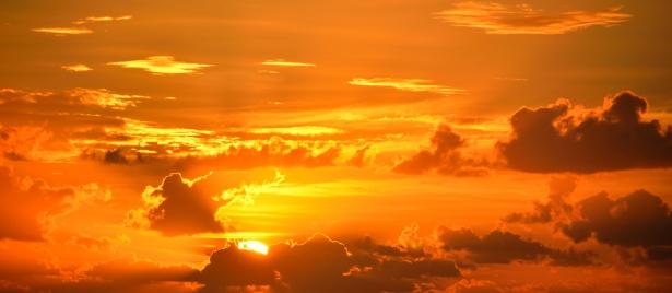 majestic-sunrise-at-the-ocean-1445090277rq8